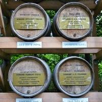 Détail sur les offrandes de vin de Bourgogne au Meiji-jingū