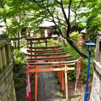Entrée d'un temple à Ueno koen
