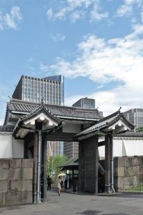Porte majestueuse du palais imperial de Tokyo