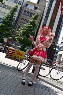 Cosplay publicitaire à Akihabara