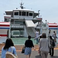Embarquement sur le ferry pour l'île de Miyajima
