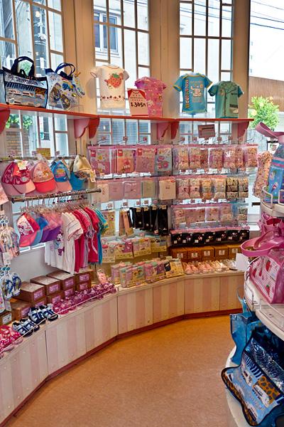 La maison de hello kitty p riple au japon - Maison du japon paris boutique ...