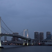 Vue du Rainbow Bridge depuis le Rainbow Bridge à Tokyo