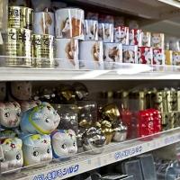 """Rayons des boutiques """"100-yen shop"""""""