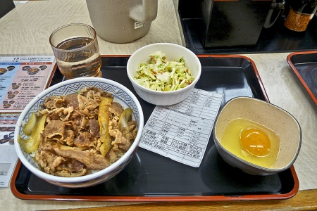 Menu gyūdon (bol de riz et boeuf) à Yoshinoya