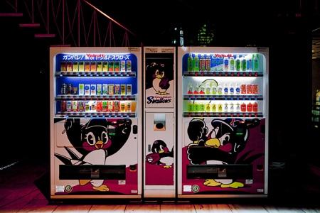 Distributeur de boissons décoré