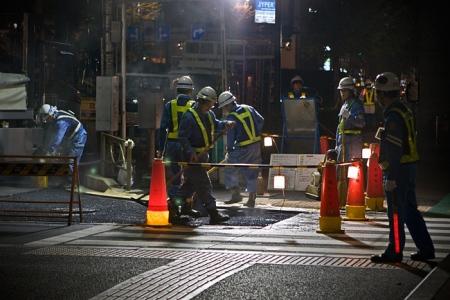 Travaux de nuit à Tokyo