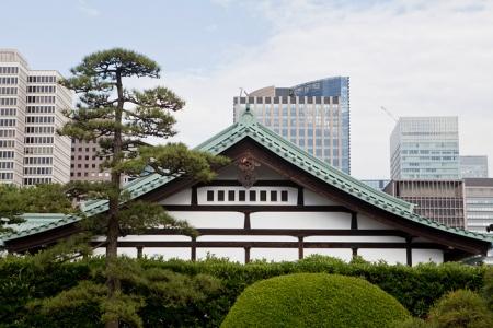 Les immeubles de Marunouchi vus depuis le jardin du Palais Imperial